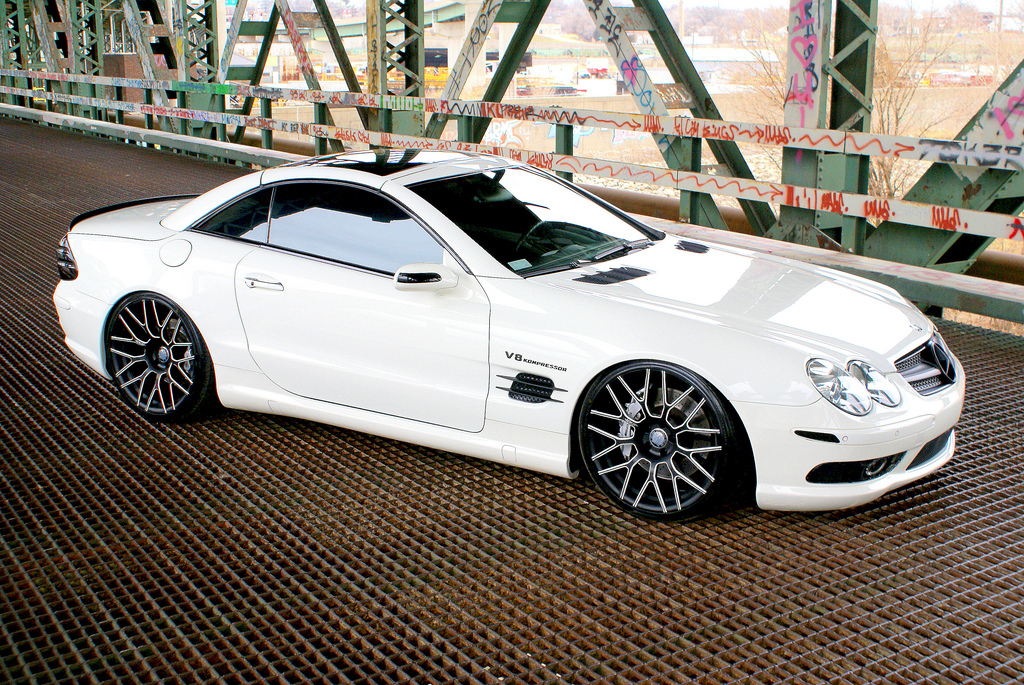Custom rims the mercedes benz sl 55 amg with lorenzo wheels for Custom mercedes benz wheels