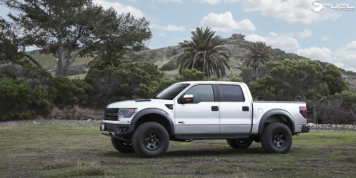 White Tire Paint >> This Ford Raptor with Fuel Wheels is an Off Road Machine!