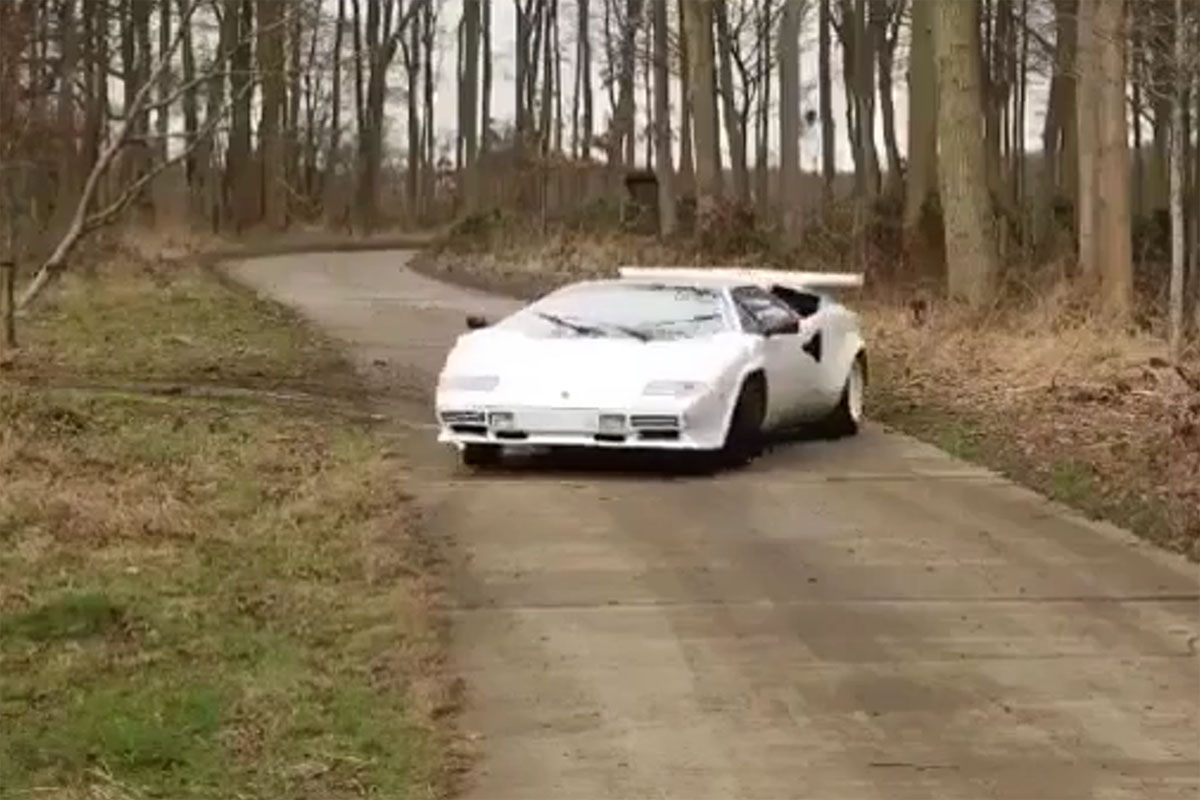 Let's Hoon some Supercars in the Dirt!