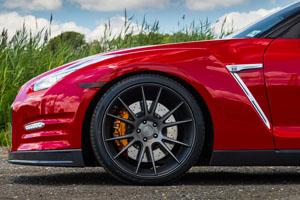 Nissan GT-R Niche Vicenza Wheels