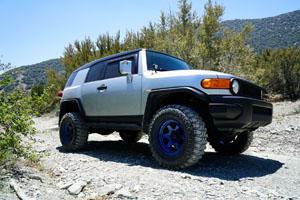Toyota FJ Cruiser with Fuel Shok – D665 wheels