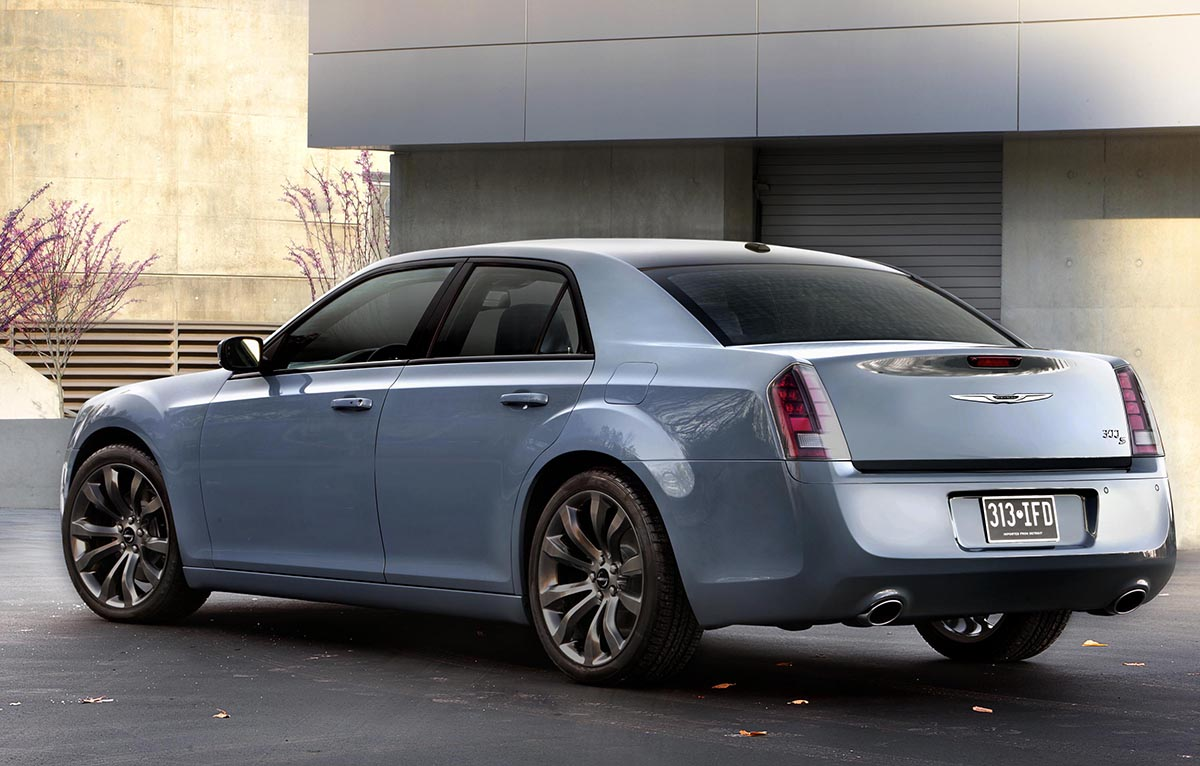 Chrysler updates the 300S with new tech colors and Chrysler 300 Wheels