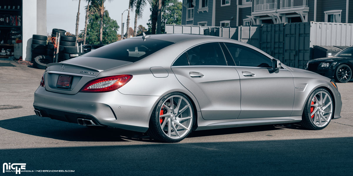 Check out the staggered wheels on this mercedes benz cls for Mercedes benz staggered wheels